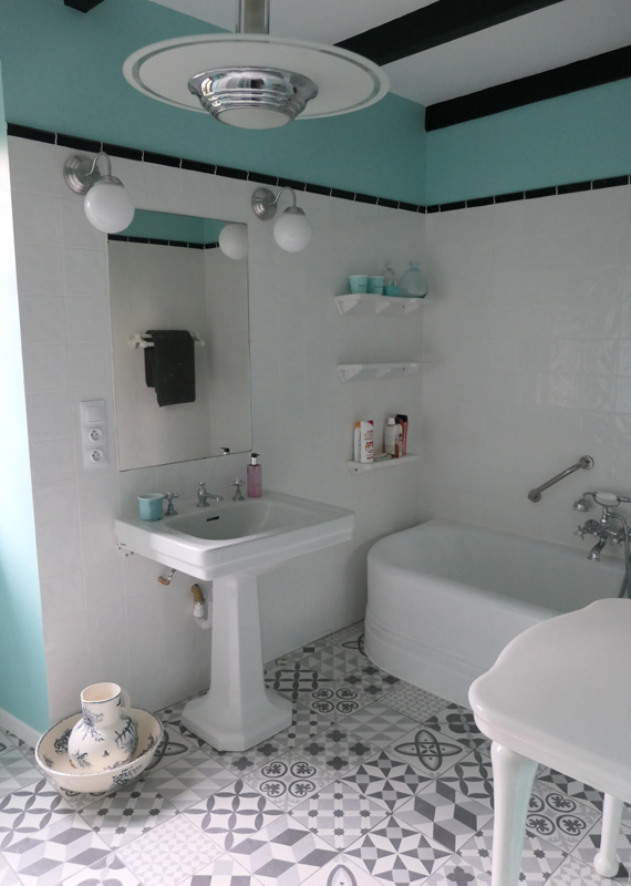 finistere-chambre-rose-hotes-salle-bains-M